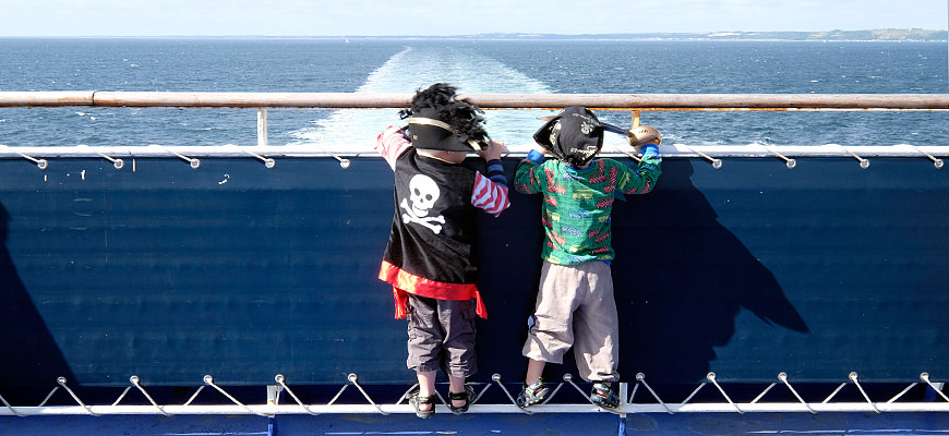 Små pirater tester familielugarene på danskebåten Stena Saga